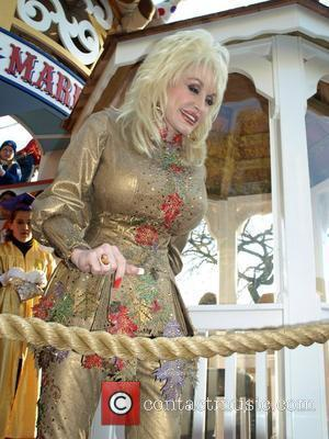 Parton Plans Simpson Show At Dollywood