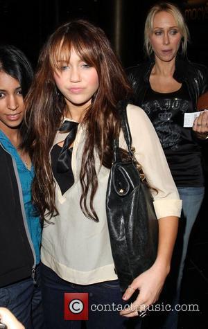 Cyrus Taken Ill Mid-concert