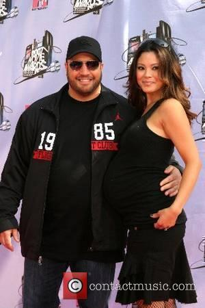 Kevin Smith and wife '2007 MTV Movie Awards' at the Gibson Amphitheatre at Universal Studios Los Angeles, California - 03.06.07