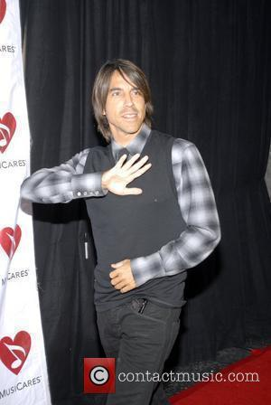 Kiedis' Broken Bone Performance