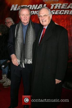 Jon Voight and Alan Alda