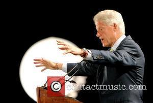 Clinton Pays Tribute To Streisand