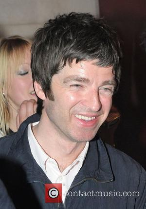 Oasis Noel Snubbed At Sir Elton's Party