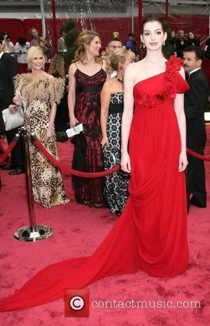 The Oscars 2008, Anne Hathaway