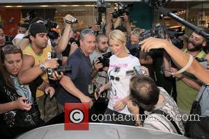 Paris Denies Britney Defence