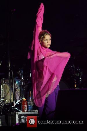 Shakira And De La Rua 'Waiting To Wed'