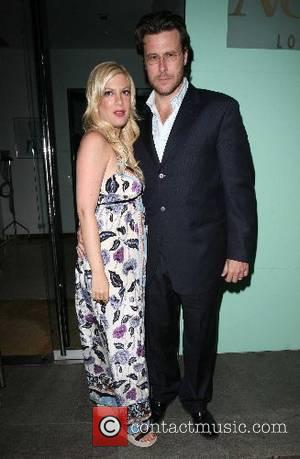 Tori Spelling Mourns Father