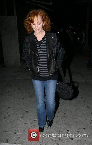 Reba McEntire Leaving Koi Restaurant  West Hollywood, California - 19.02.08