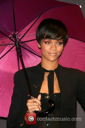 Rihanna Teams Up With Klaxons For Brit Awards
