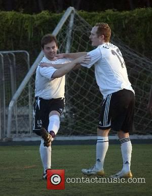 Declan Donnelly warming up at Robbie Williams' LA Vale football club Los Angeles, California - 25.06.07