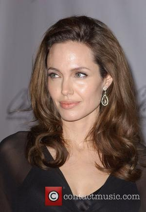 Jolie Avoids Reading About Herself