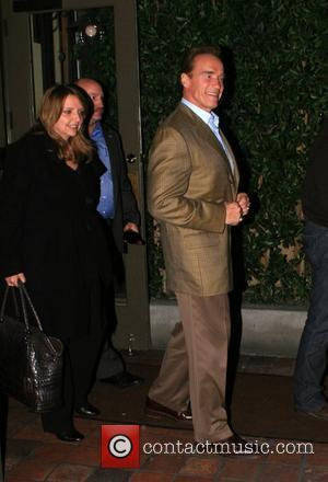 Devito Supports Schwarzenegger's Political Stance