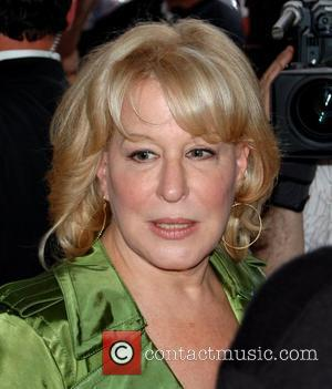 Midler Shocked By Vegas Kids