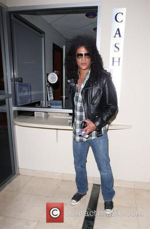Slash Recalls Rose's Tantrum Over Grandmother's Sofa