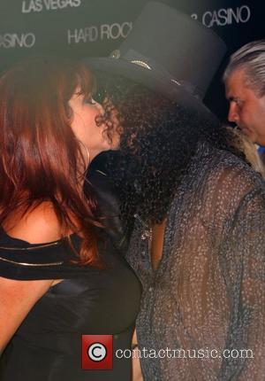 Slash: 'I Did Visit Axl'