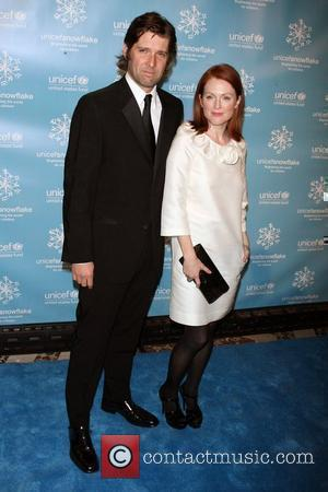 Bart Freundlich, Julianne Moore The 2007 UNICEF Snowflake Ball at Cipriani 42nd Street - Arrivals New York City, USA -...