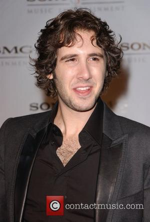 Groban Claims Album Top Spot With Christmas Songs