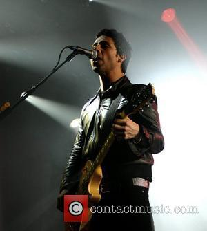 Stereophonics Frontman Injures Arm