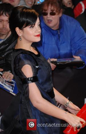 Lily Allen Hits Out At Courtney Love