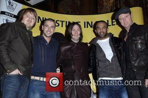 Oasis Star Joins Kasabian On Stage