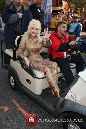 http://www.contactmusic.com/pics/m/thanksgiving_day_parade_5_221107/dolly_parton_1673882.jpg