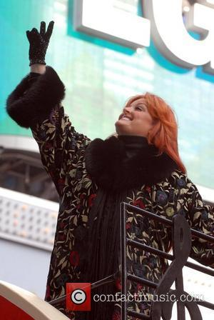 Wynonna Judd To Divorce Jailed Husband