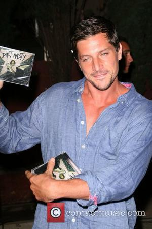 Simon Rex Apple Lounge Grand Opening - Arrivals West Hollywood, California - 14.08.08
