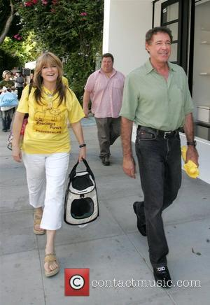 Barry Williams and Susan Olsen of 'The Brady Bunch' are kicked out of The Ivy in West Hollywood for feeding...