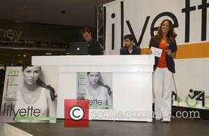 Brooke Burke  launches Lilyette Sports Bras at the Glendale Galleria Shopping Centre  Los Angeles, California - 17.07.08