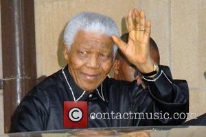 Nelson Mandela outside the Dorchester Hotel