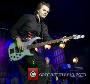 Duran Duran Stop Concert To Find Diamond