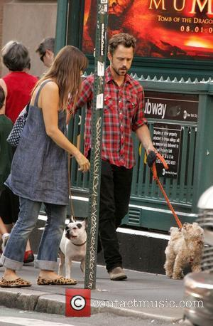 Giovanni Ribisi and girlfriend walk dogs around SoHo New York City, USA - 11.08.08
