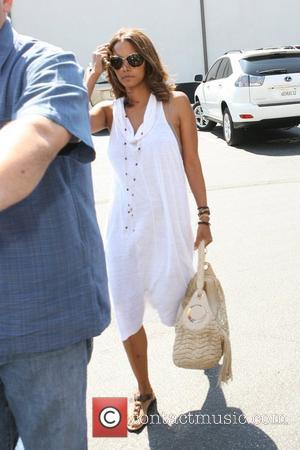 Halle Berry  enters a dentist's office Los Angeles, California - 14.07.08
