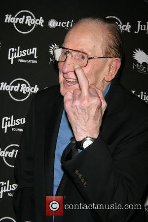 Les Paul To Receive Ohio Hall Of Fame Induction