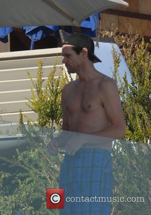 Carrey Wears Mccarthy's Swimsuit