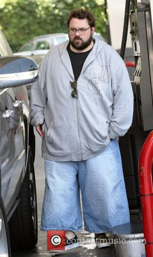 Kevin Smith director wearing long shorts stops at a petrol station in Beverly Hills Los Angeles, California - 17.06.08