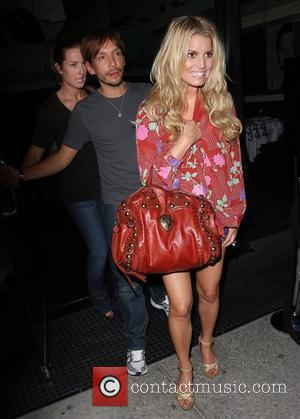 Simpson Attacks Underwood Over Romo