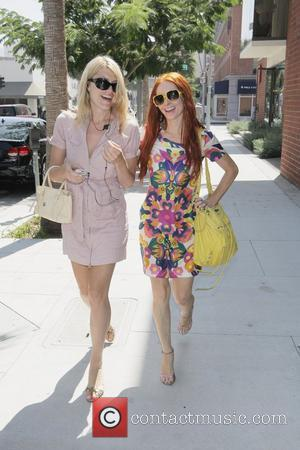 Meredith Ostrom and Phoebe Price stroll through the streets of Beverly Hills Los Angeles, California - 01.08.08
