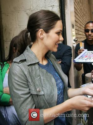 Faris + Mcphee Grew Up As Neighbours But Never Met