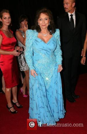 Country Star Loretta Lynn Hospitalised With Pneumonia