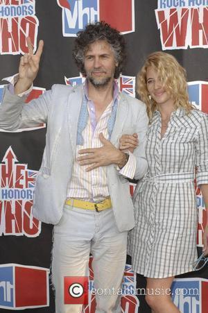 Wayne Coyne with his wife Michelle 2008 VH1 Rock Honors honoring The Who at UCLA's Pauley Pavilion - Arrivals Los...