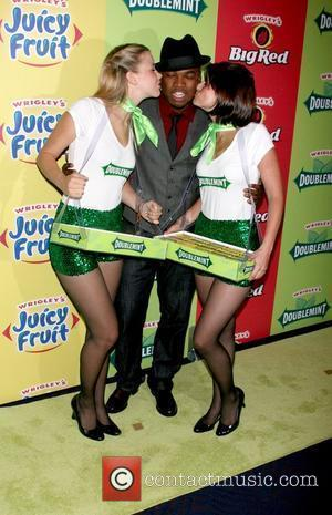 Ne-yo and Wrigley's Girls
