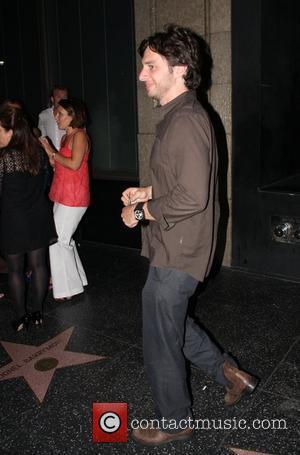 Zach Braff returning to his car Los Angeles, California - 15.08.08