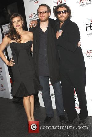Joaquin Phoenix and Vinessa Shaw