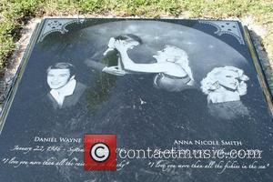 Anna Nicole Smith new grave of the late Anna Nicole Smith at the Lakeview Cemetery depicting images of herself and...