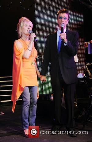 Lulu and Robin Gibb A celebration of The Bee Gees at Battersea Evolution benefiting the Outward Bound Trust - Onstage...