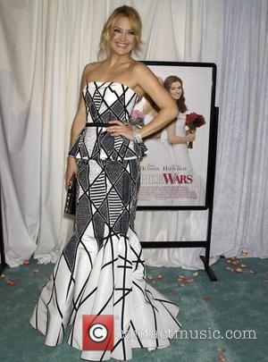 Hudson Gives Red Carpet Condolences To Travolta