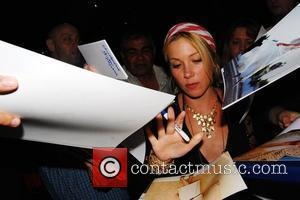 Christina Applegate signs autographs for waiting fans outside the Geffen Playhouse. Los Angeles, California - 19.05.09