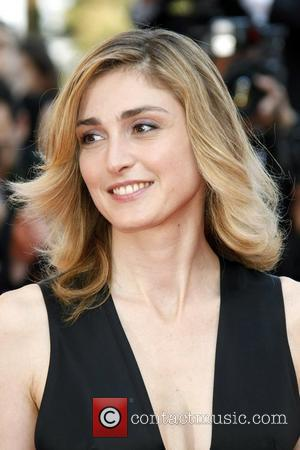 Julie Gayet 2009 Cannes International Film Festival - Day 4 The Premiere of 'Un Prophete' - arrivals Cannes, France -...