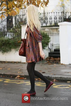 Claudia Schiffer makes her way home after taking her children to school London, England - 14.11.08